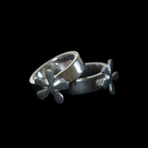 Ring, small flower